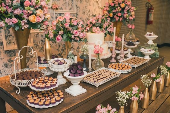 Admirable Sweet Table Decoration With Golden And Silver Containers Download Free Architecture Designs Rallybritishbridgeorg
