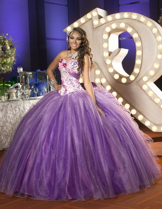 Vestidos de 15 anos de color morado 21 ideas para for Decoracion xv anos 2016