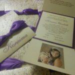 Invitaciones en color morado