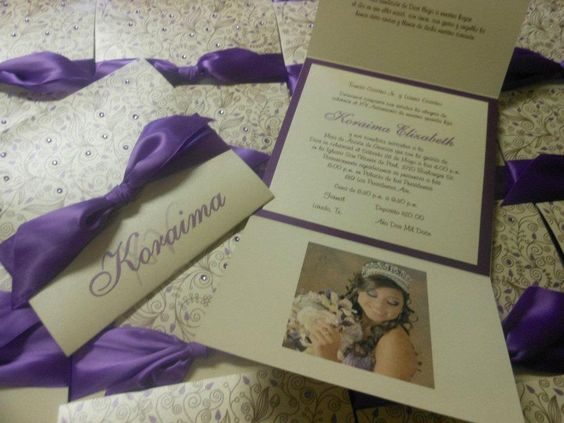 Invitaciones en color morado