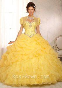 Ideas de vestido para quince años color amarillo