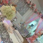 Mesas de los invitados para unos quince años color plateado