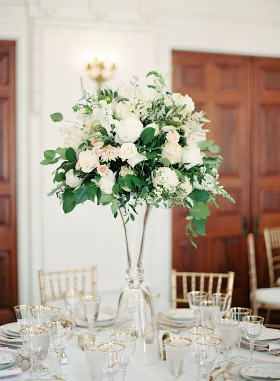 At the Flower Warehouse we create stunning floral displays for events, parties, corporate clients and weddings. Our approach to what we do is an expression of our deep love of flowers.