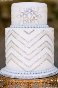 Diseños de pasteles para xv años con brillos