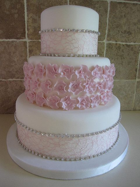 wedding cakes with red roses and bling disenos pasteles xv anos brillos 19 ideas para fiestas 26098
