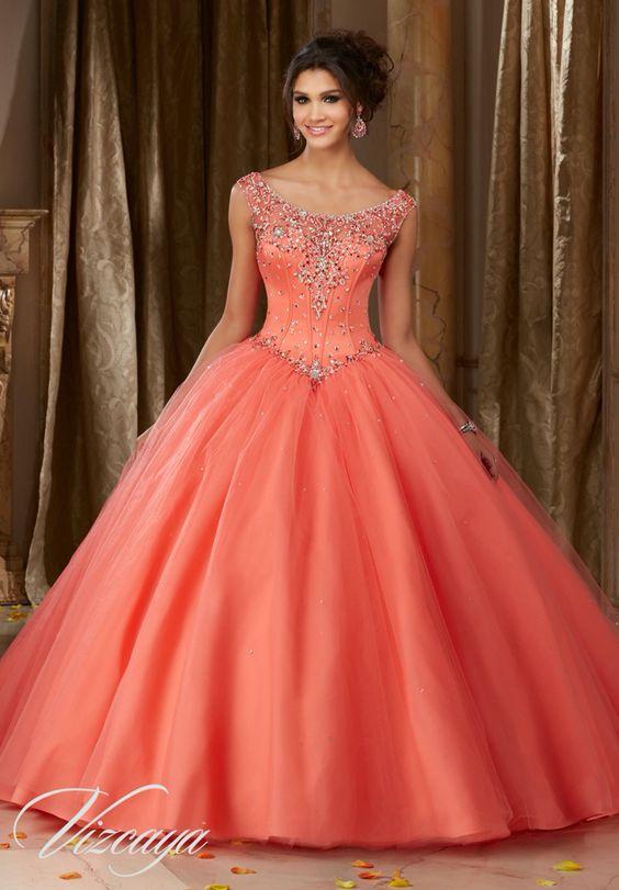Como combinar un vestido de noche color salmon