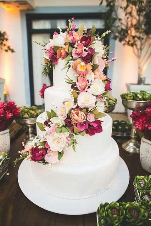 Pasteles con flores naturales para quince