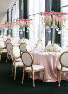 Techos decorados con flores naturales para XV años