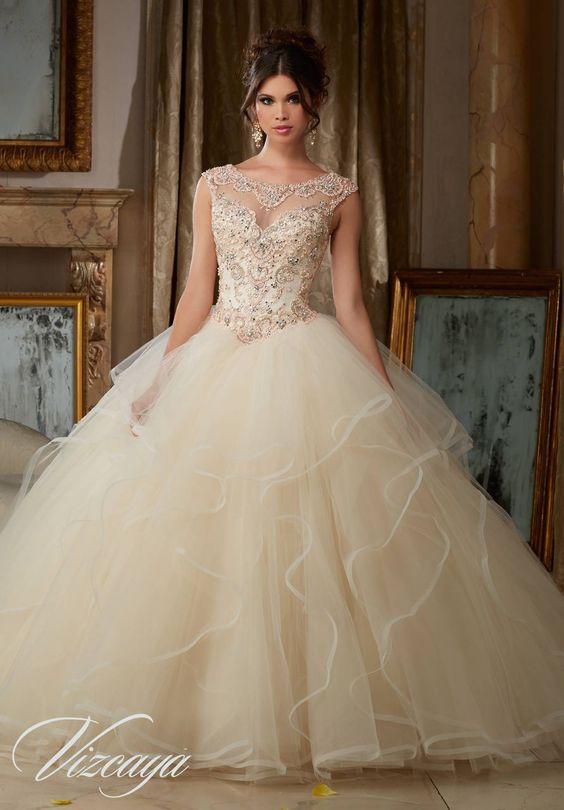 Vestidos en Color Ivory para las Quinceañeras Debutantes