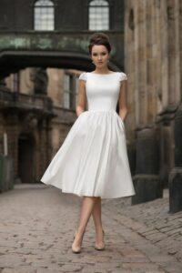 9 Vestidos con Corte Antiguo que Irradian Elegancia y Buen Gusto