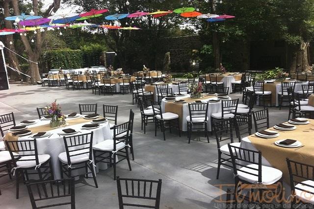 Decoracion de mesas de invitados en 15 años sencillos