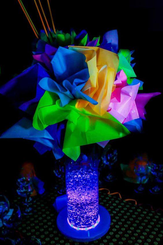 centros de mesa para fiesta neon 15 anos hombre (2)