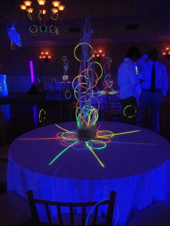 centros de mesa para fiesta neon 15 anos hombre