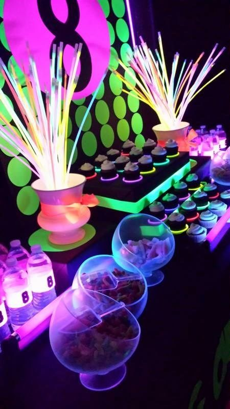 mesa postres fiesta neon 15 anos hombre (3)