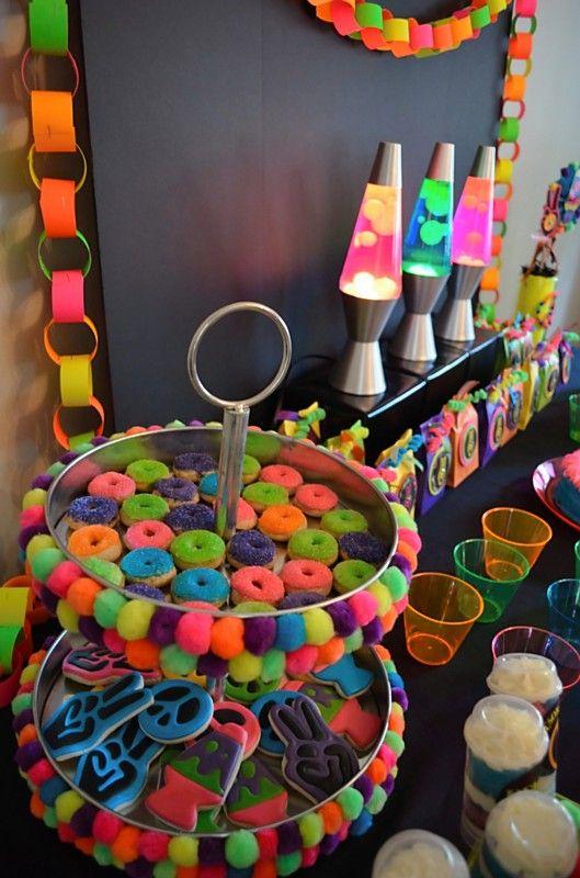 mesa postres fiesta neon 15 anos hombre