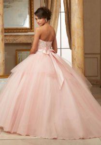 vestido de 15 anos color rosa para piel morena