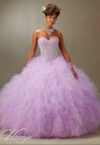 vestido de xv anos para piel morena en color violeta
