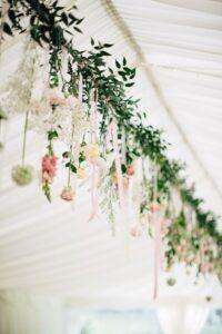 Guirnaldas con flores 2019 Tendencias para decorar 15 años