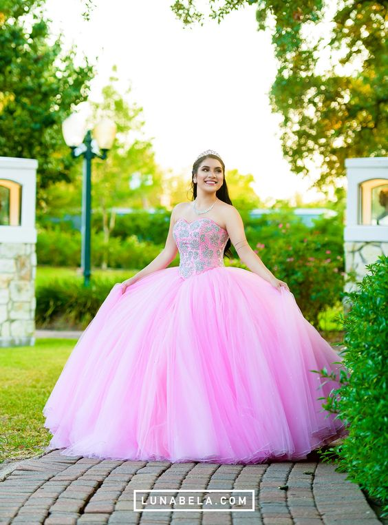 Vestidos de 15 años color rosa Tendencias 2019 - 2020