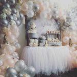 arco de globos para 15 anos en blanco y plata