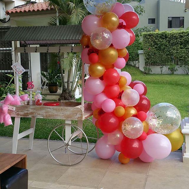 arcos de globos organicos para 15 años