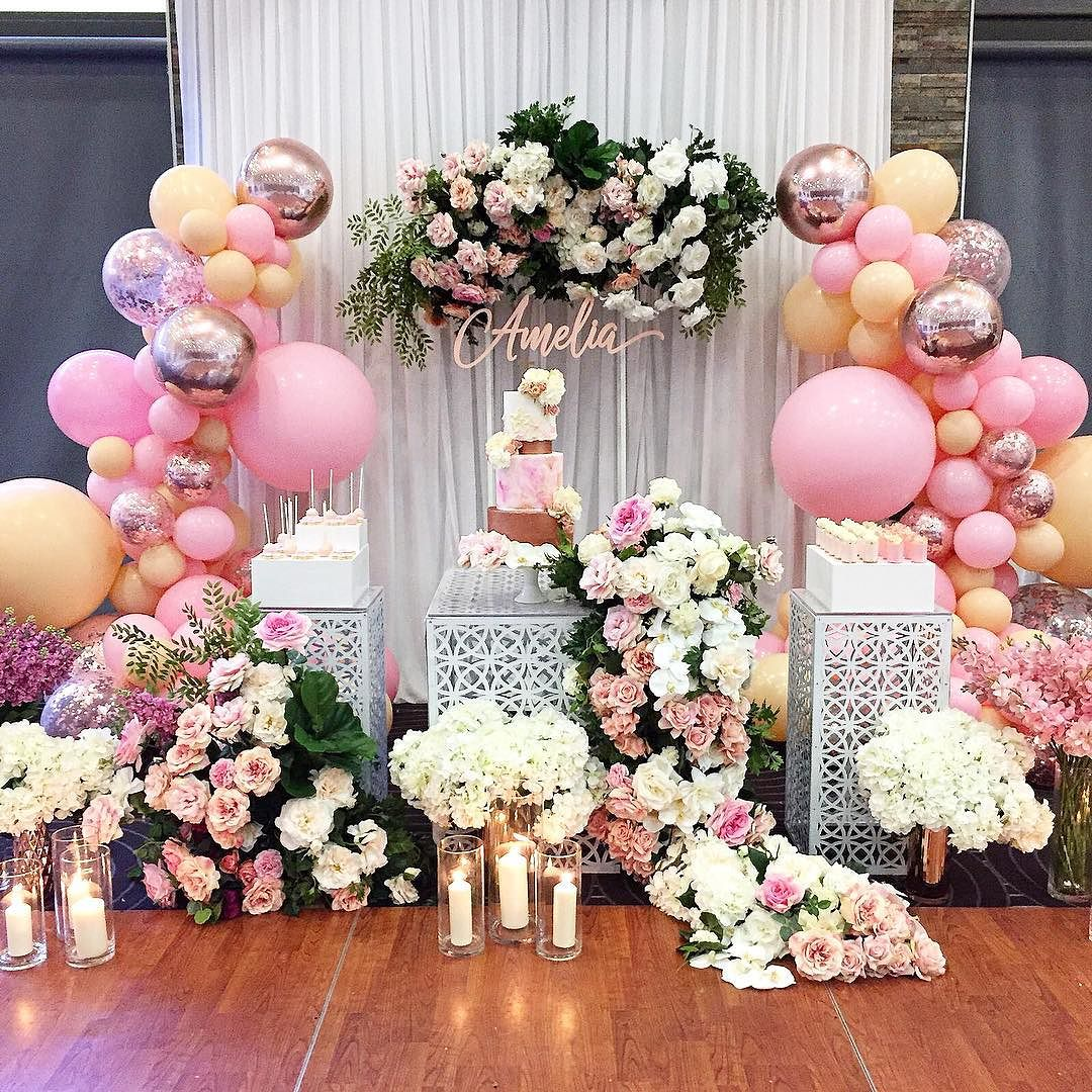 Decoracion guirnaldas con globos color plata 2018 1 for Adornos para quinceanera