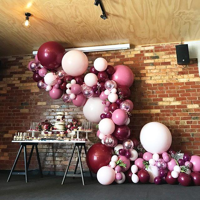 Guirnaldas con globos parar 15 a os tendencia 2018 50 for Decoracion de pared para 15 anos