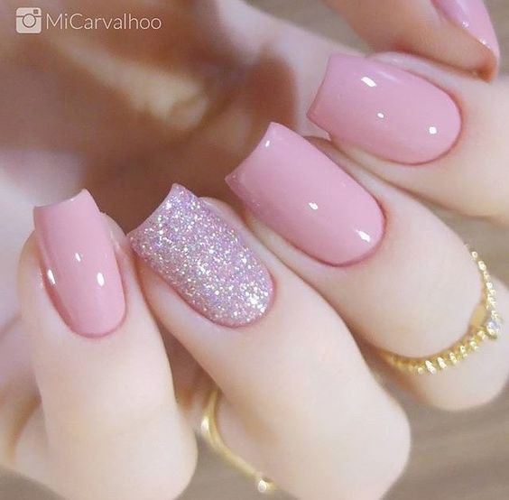 Pink nails and pink makeup