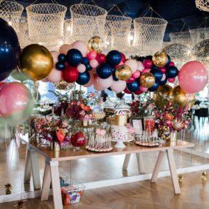 mesa de dulces color azul rey