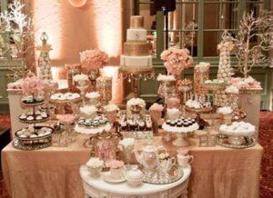 mesa de dulces color dorado