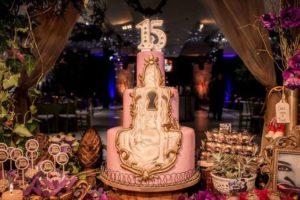 mesa de dulces color lila