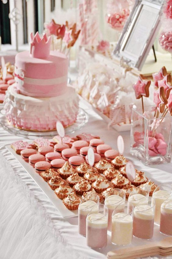 mesa de dulces con gelatina
