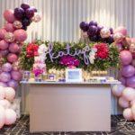 mesa para dulces de 15 con flores