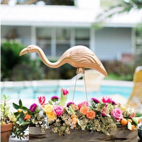 Centros de mesa para quinceañera temática de flamingo