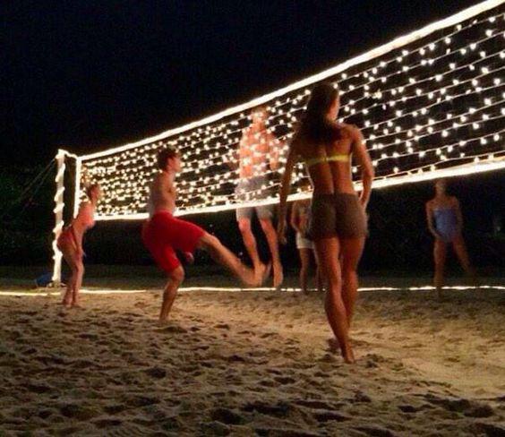 Fiesta con fogata en la playa