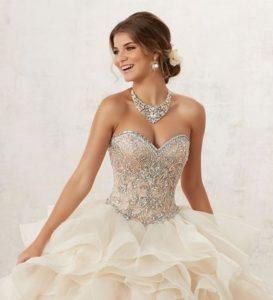 Joyería para vestidos de 15 años con escote tipo corazón