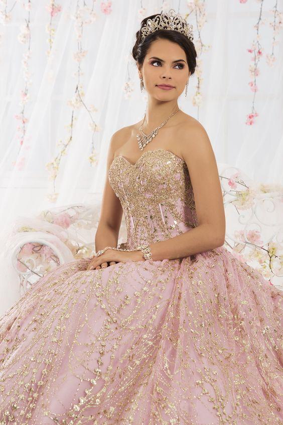 0fd550a05063 Joyería para vestidos de 15 años con escote tipo corazón