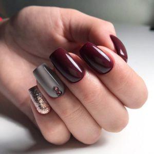 Uñas de otoño color vino