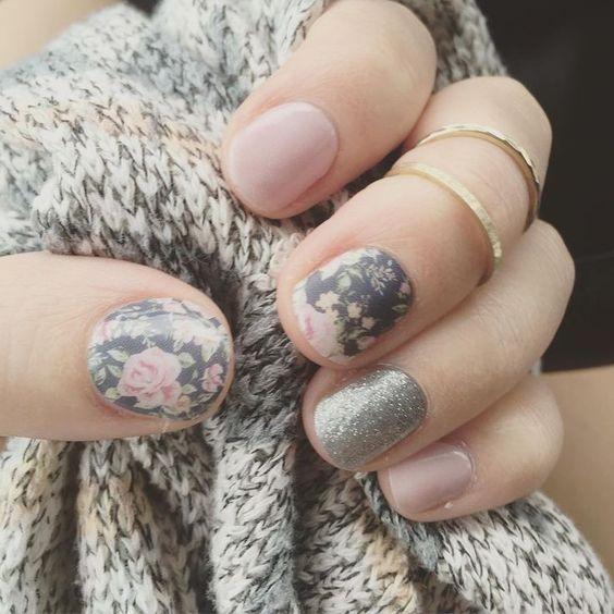 Uñas de otoño florales para quinceañeras