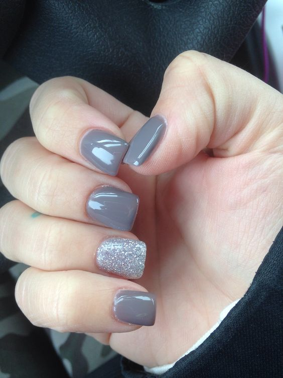 Uñas de otoño para quinceañeras color gris