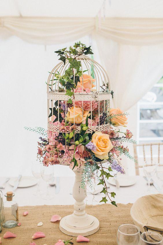 centro de mesa con jaula para boda moderno