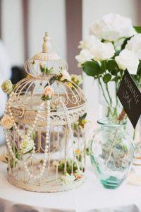 centro de mesa para boda con jaula y perlas