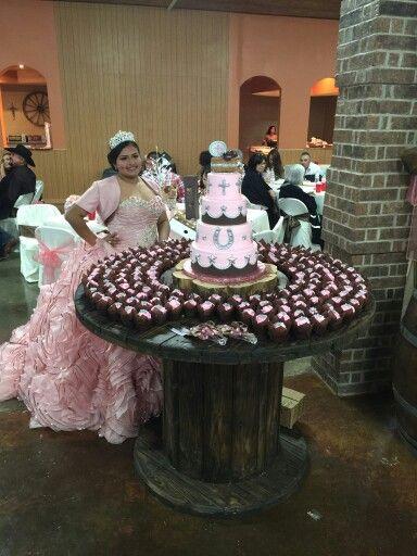 mesa del pastel de XV años estilo charro