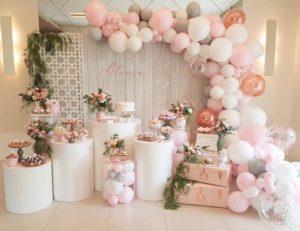 Piensa en ideas exclusivas para decorar la mesa principal de la quinceañera