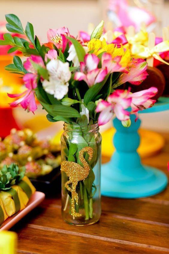centros de mesa para Fiesta tropical en tonos pastel