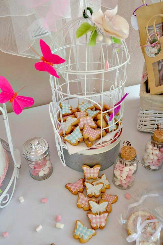 Galletas decoradas en forma de mariposa para XV
