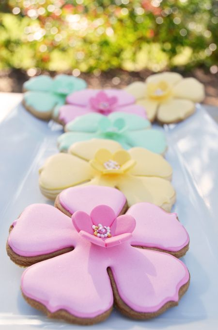 Galletas decoradas para mesa de postres de quince de flores