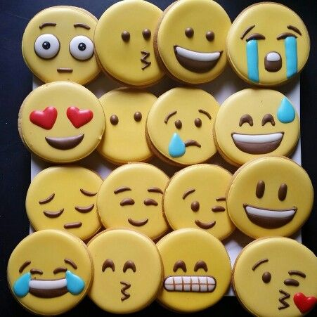galletas decoradas para fiesta de 15 y candy bar de emoji