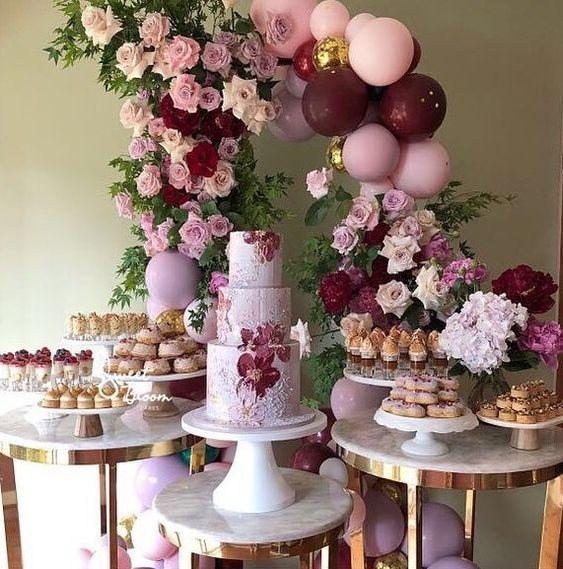 Candy buffet moderno para 15 con globos