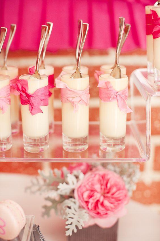 Postres en vasos para un candy bar moderno